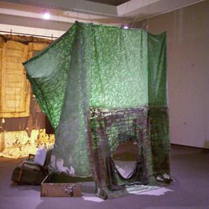 2004, Installation